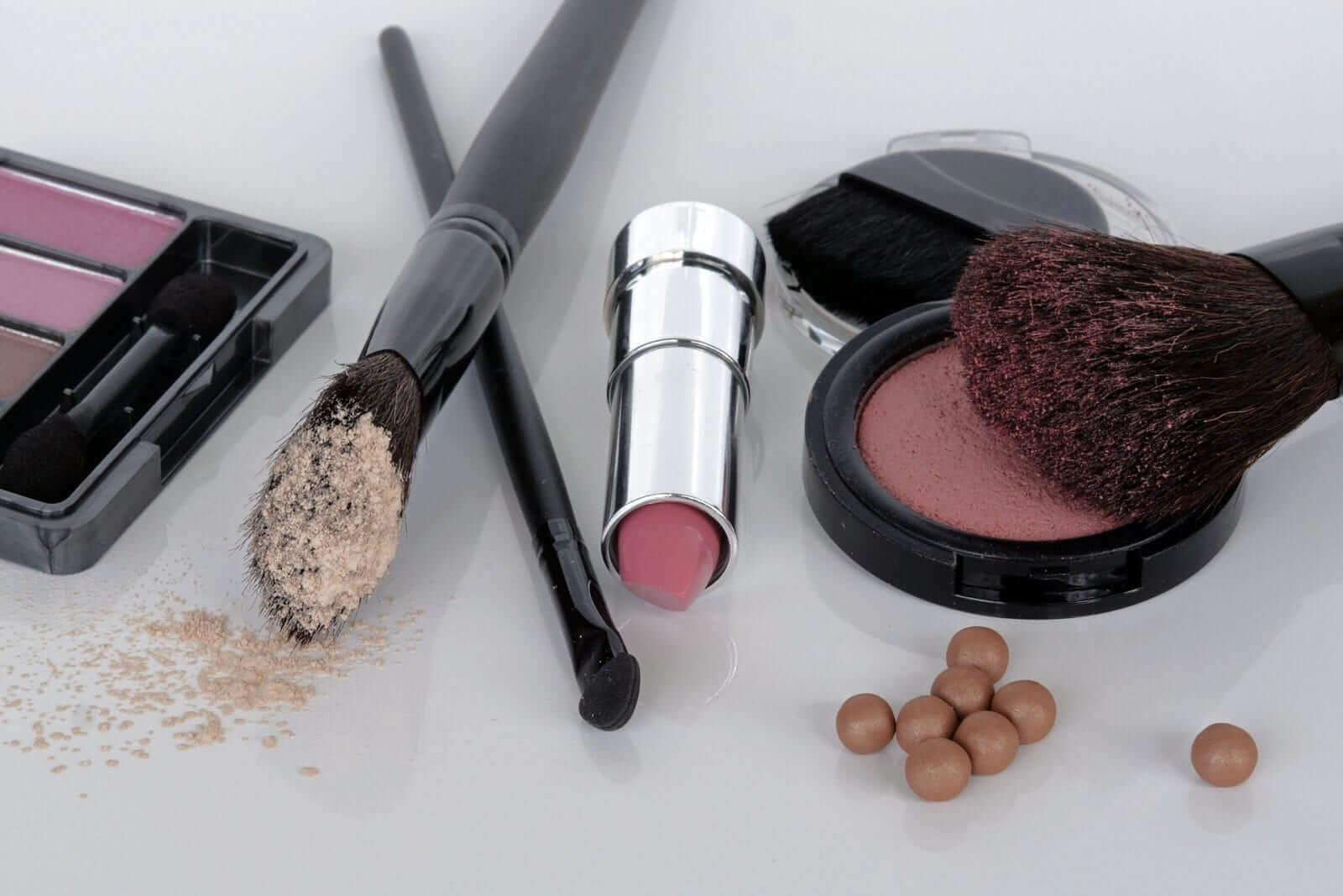 Schminken und Make-Up - Kosmetik Artemania - Nail Art - Beauty und Care - Fehraltorf 1
