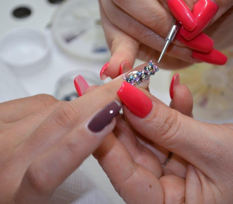 Nails - Kosmetik Artemania Fehraltorf - Nail Art - Beauty und Care