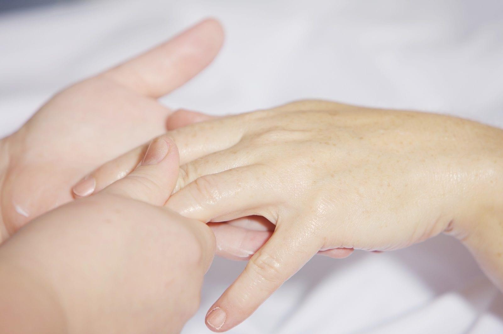 Maniküre und Nagelpflege - Kosmetik Artemania Fehraltorf - Nail Art - Beauty und Care
