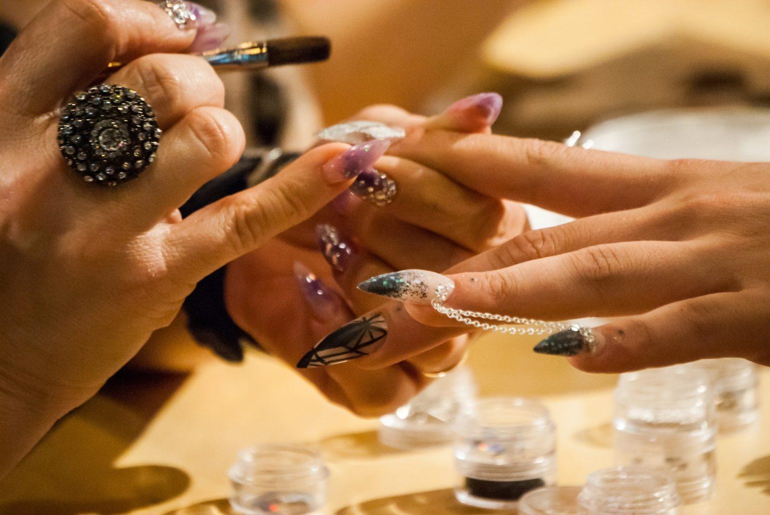 Nageldesign und Nailart – Kosmetik Artemania Fehraltorf - Nail Art ...